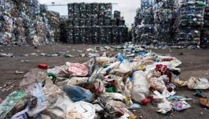 Свалка пластиковых отходов